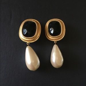 Ann Taylor Extra Chunky Pearl Drop Earrings